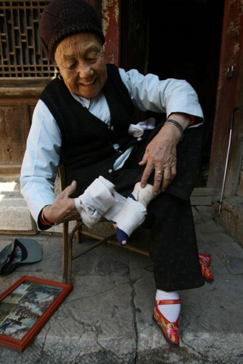 Up Close Chinese Foot Binding Boredom No Moredom